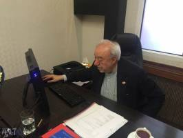 هفتمین ثروتمند ایرانی مشغول کار با کامپیوتر