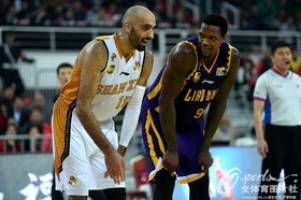 جذب سومین بسکتبالیست خارجی توسط دانشگاه آزاد