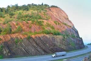 صخره های ۳۵۰ میلیون ساله در جاده سایدلینگ