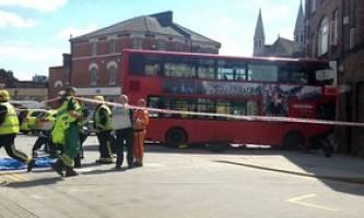 تصادف  اتوبوس 2 طبقه با ساختمان فروشگاه در لندن