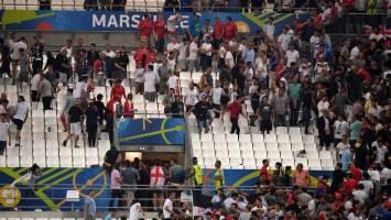 هولیگانها جشن فوتبالی را به جنگ تبدیل کردند + عکس