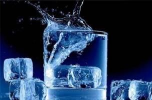 چگونه آب سرد تشنگی را سریع مهار میکند؟
