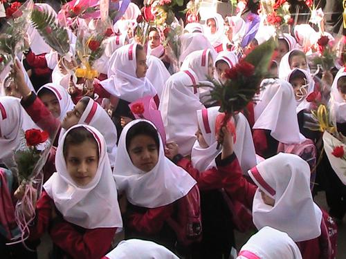 نواخته شدن زنگ شکوفه هابا حضور ۳۳ هزار دانشآموز کلاس اولی لرستان