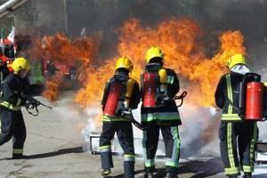 ۴۰ شهروند کرجی گرفتار در آتش سوزی نجات یافتند