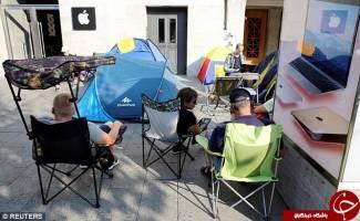 صف انتظار طرفداران اپل برای خرید آیفون 7 +تصاویر