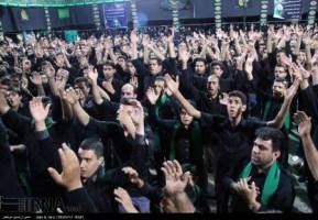 عزاداران دارالعباده یزد در شب شهادت علمدار کربلا به سوگ نشستند