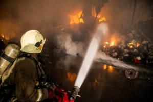 آتشسوزی گسترده در خیابان مصطفی خمینی