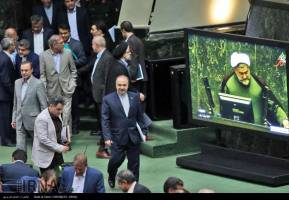 حضور روحانی در صحن علنی مجلس