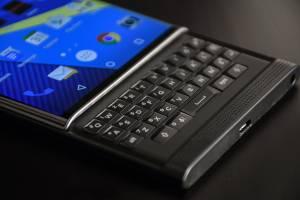 منتظر گوشی جدید بلکبری با صفحهکلید سختافزاری باشید