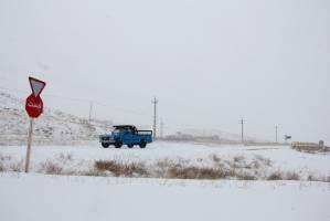 برف و باران در جادههای کشور/ممانعت از تردد خودروهای فاقد زنجیر چرخ