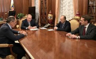 پوتین از فروش سهام شرکت های نفتی روسیه به خارج استقبال کرد