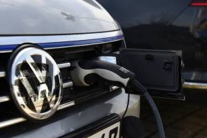 سرمایهگذاری دو میلیارد دلاری در خودروهای برقی