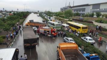 یک کشته و 57 مجروح در تصادف زنجیرهای مشهد -باغچه