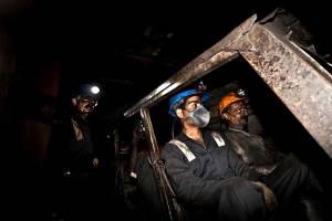 ادامه نجات کارگران معدن آزاد شهر