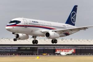 قرارداد فروش هواپیمای مسافربری سوخو ۱۰۰ با ایران به امضا رسید