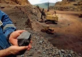 معدن در آستانه ایجاد ۴۲۵ هزار فرصت شغلی