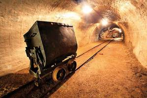 توافق احیای ۵۰۰ معدن متروکه در حضور وزیر بسته شد