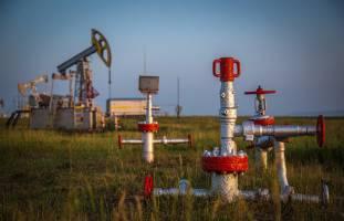 در پایان معاملات بازارهای جهان؛ قیمت نفت با وحشت از تحریم ایران رکورد زد