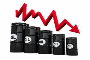 شوک افزایش میزان ذخایر آمریکا منجر به سقوط قیمت نفت شد