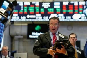 والاستریت با فشار نگرانیهای تجاری افت کرد