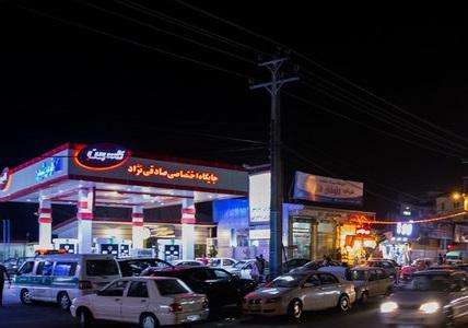 دلاویز: دولت روزانه 35 میلیون دلار یارانه بنزین میدهد