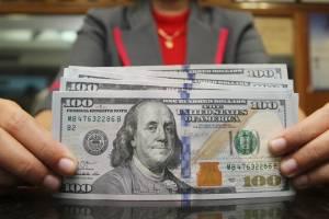 نرخ خرید دلار در بانکها + قیمت ارز مسافرتی