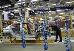 آزادسازی قیمت خودرو در فضای گلخانهای معنا ندارد