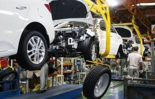 خودروسازان مکلف هستند قیمت خودروها را به تدریج کاهش دهند