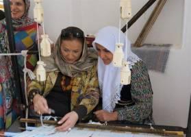 صنایع دستی زنان در بازار داخل و خارج قابل رقابت میشوند