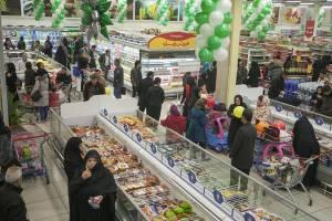 «اتحادیه امکان» سبد کالای کارگران را توزیع کند
