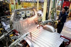 کاهش ۶۱.۶ درصدی تولید وانت در آذرماه
