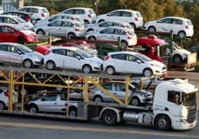 واردات خودروهای جدید به هیچ وجه امکانپذیر نیست