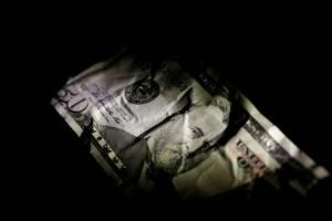 دلار از یورو عقب افتاد