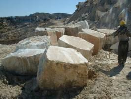 شریفی: ۷۰ درصد ظرفیت صنعت سنگ بدون استفاده مانده است