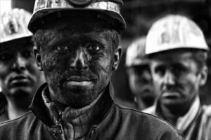 رقم دستمزد کارگران به تاریکی شب نخورد!