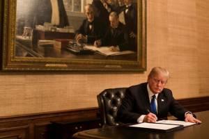 خبری از حذف تعرفههای آمریکا نیست