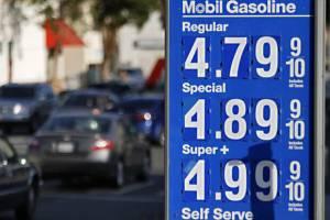 افزایش قیمت بنزین در کالیفرنیا با عدم تمدید معافیتهای ایران