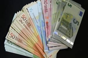 کاهش نرخ رسمی یورو
