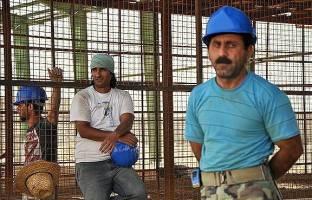 کارگران ساختمانی در انتظار ورود به لیست مشاغل سخت