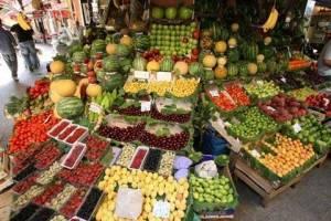 بازار مملو از میوه است