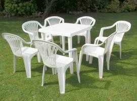 میز و صندلی پلاستیکی مناسبترین گزینه برای استفاده در فضای باز