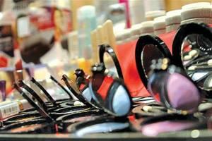 چگونه لوازم آرایشی تقلبی را تشخیص بدهیم؟