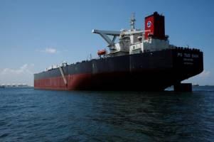بیکاری ۳۰۰ نفتکش در پی تحریمهای آمریکا