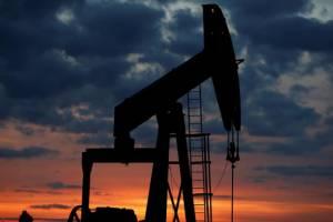 قیمت نفت با رشد ذخایر نفت آمریکا افت کرد