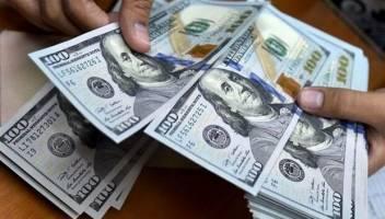 تداوم نوسان دلار در کانال ۱۲هزارتومان
