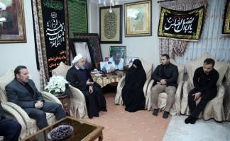 حضور روحانی در منزل سپهبد شهید قاسم سلیمانی