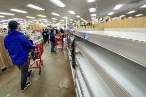 انگلیسیها فروشگاهها را غارت کردند
