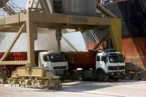 واردات غلات،سیلوها، کارخانه های آرد و نانواییها همچنان فعال هستند
