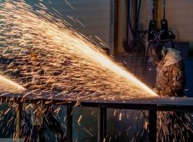 کدام کارخانه ها کارگرانشان را حفظ کردند؟