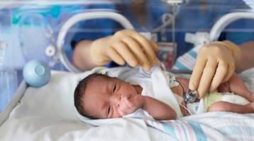 تولد نوزاد مادر کرونایی در خراسان شمالی